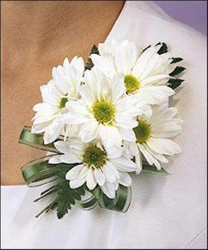 Daisy Corsage (T92-6)