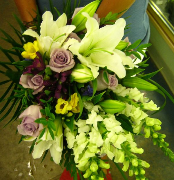 Radiant Garden Bouquet (WED13-04) - Bunches Flower Co.