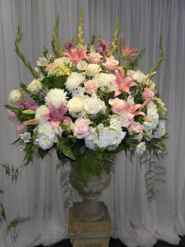 Ceremony Arrangement (WED17-01)